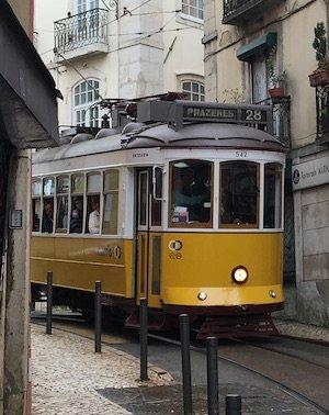 Sehenswürdigkeit: Eléctrico 28 in Lissabon