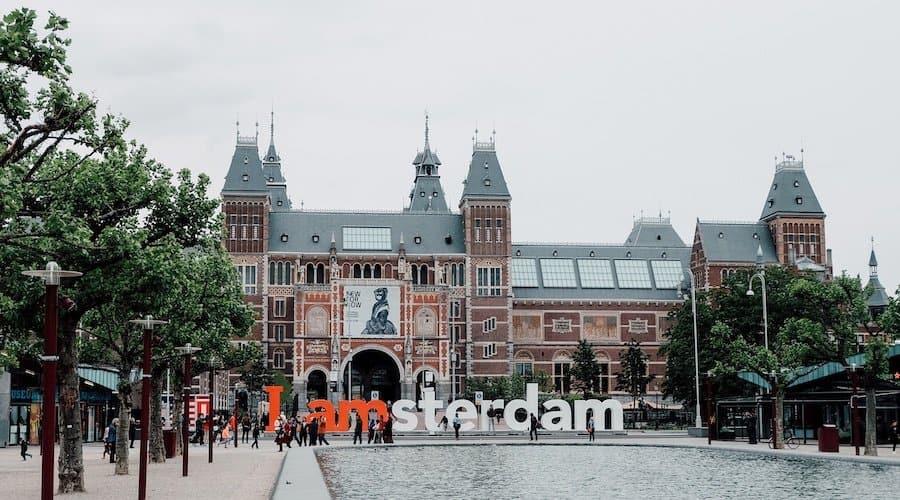 I Amsterdam Schriftzug vor dem Rijksmuseum in Amsterdam