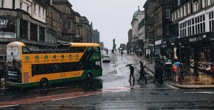 Edinburgh Tour: Hop-on-Hop-off-Bus im Regen